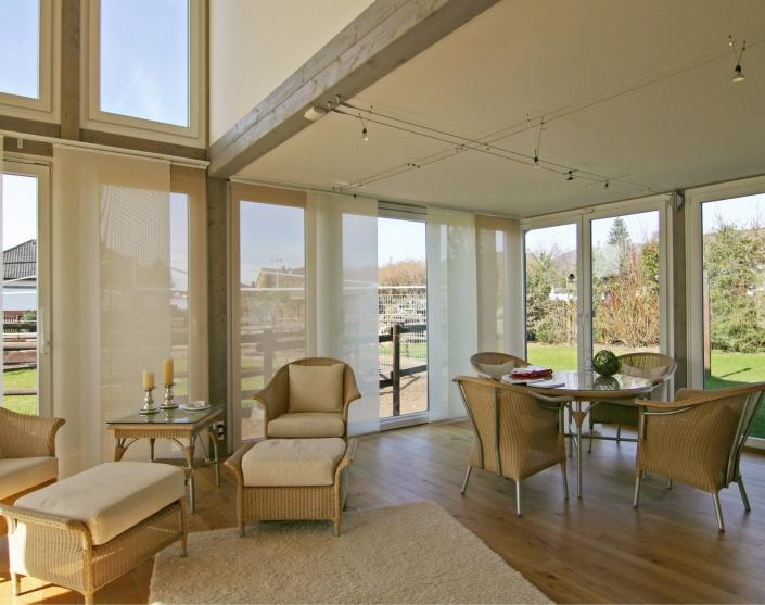 rinteln – anbau an ein wohnhaus - blick aus dem vorhandenen wohnhaus in den garten